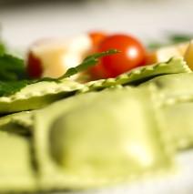 Raviolis basilic et sauce au gorgonzola et pécorino